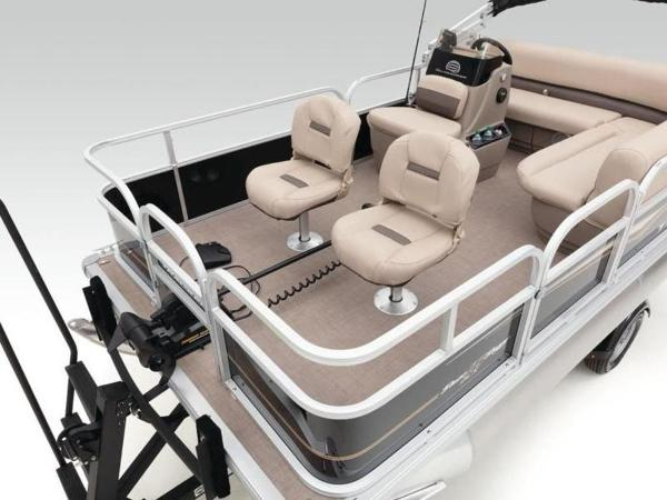 2020 Sun Tracker boat for sale, model of the boat is BASS BUGGY® 16 DLX & Image # 24 of 39