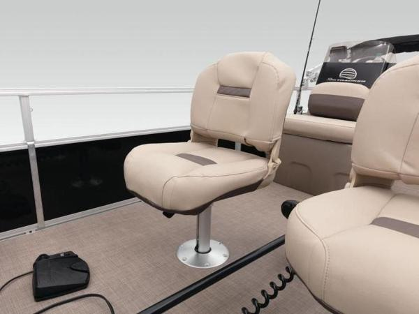 2020 Sun Tracker boat for sale, model of the boat is BASS BUGGY® 16 DLX & Image # 32 of 39
