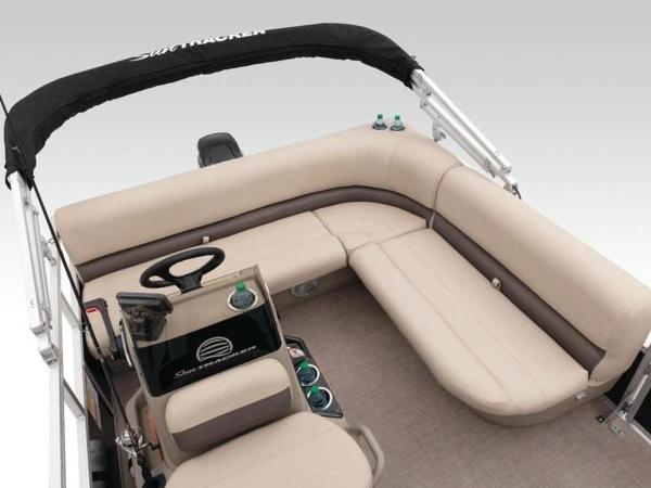 2020 Sun Tracker boat for sale, model of the boat is BASS BUGGY® 16 DLX & Image # 38 of 39