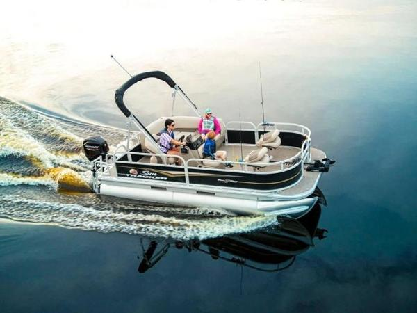 2020 Sun Tracker boat for sale, model of the boat is Bass Buggy® 16 XL Select & Image # 1 of 43