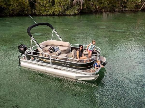 2020 Sun Tracker boat for sale, model of the boat is Bass Buggy® 16 XL Select & Image # 2 of 43