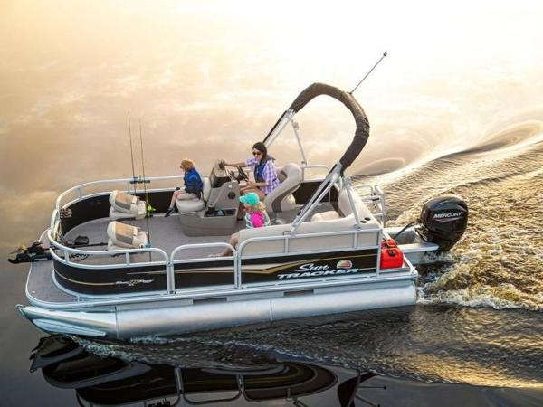 2020 Sun Tracker boat for sale, model of the boat is Bass Buggy® 16 XL Select & Image # 3 of 43