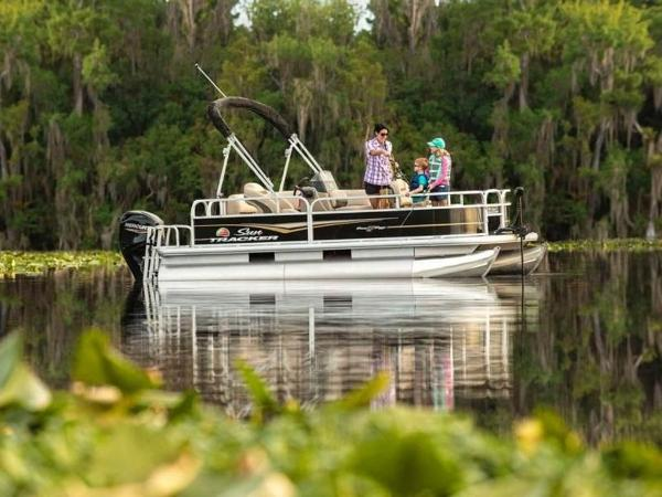 2020 Sun Tracker boat for sale, model of the boat is Bass Buggy® 16 XL Select & Image # 4 of 43