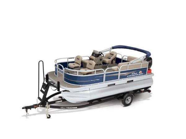 2020 Sun Tracker boat for sale, model of the boat is Bass Buggy® 16 XL Select & Image # 5 of 43