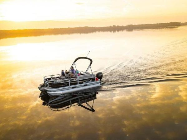 2020 Sun Tracker boat for sale, model of the boat is Bass Buggy® 16 XL Select & Image # 12 of 43