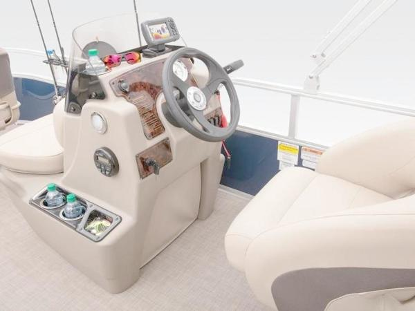 2020 Sun Tracker boat for sale, model of the boat is Bass Buggy® 16 XL Select & Image # 19 of 43