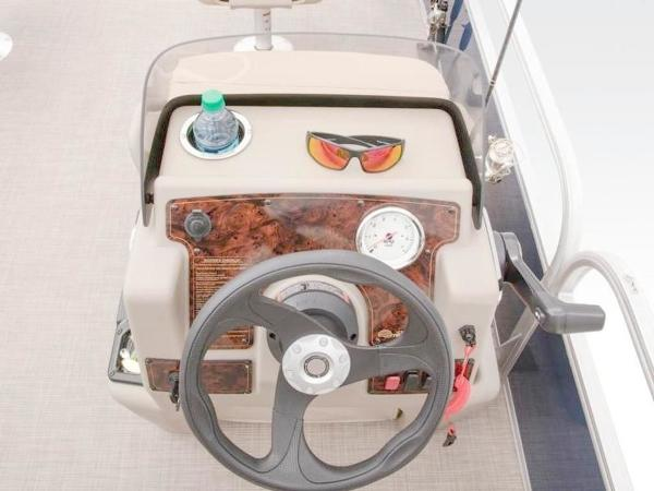 2020 Sun Tracker boat for sale, model of the boat is Bass Buggy® 16 XL Select & Image # 29 of 43