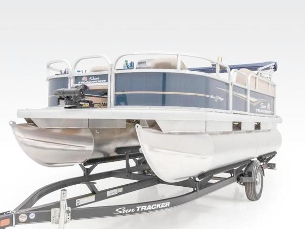 2020 Sun Tracker boat for sale, model of the boat is Bass Buggy® 16 XL Select & Image # 37 of 43
