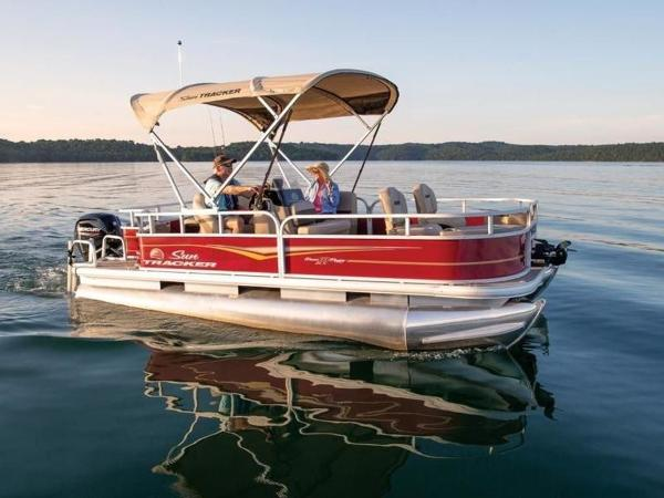 2020 Sun Tracker boat for sale, model of the boat is Bass Buggy® 18 DLX & Image # 1 of 48
