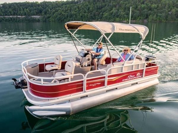 2020 Sun Tracker boat for sale, model of the boat is Bass Buggy® 18 DLX & Image # 3 of 48