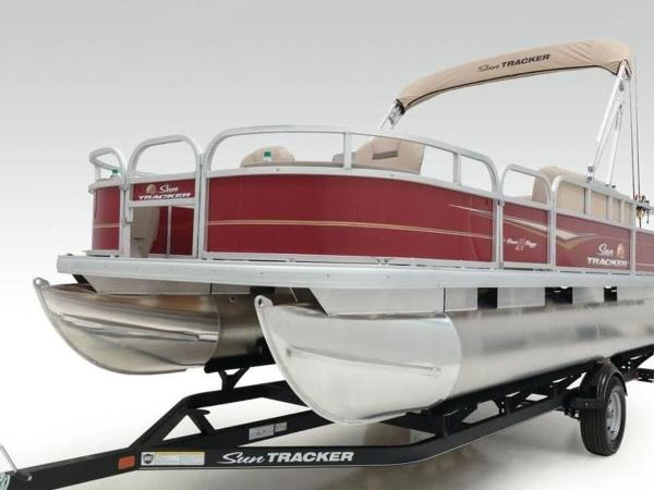 2020 Sun Tracker boat for sale, model of the boat is Bass Buggy® 18 DLX & Image # 4 of 48
