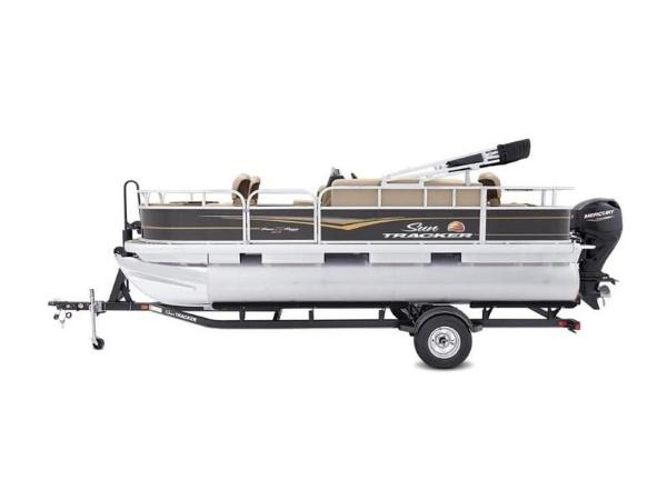 2020 Sun Tracker boat for sale, model of the boat is Bass Buggy® 18 DLX & Image # 5 of 48