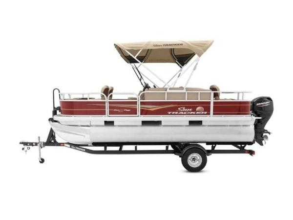 2020 Sun Tracker boat for sale, model of the boat is Bass Buggy® 18 DLX & Image # 6 of 48