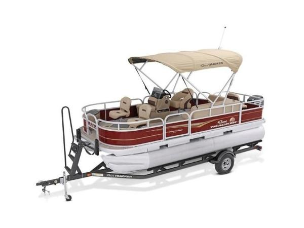 2020 Sun Tracker boat for sale, model of the boat is Bass Buggy® 18 DLX & Image # 7 of 48