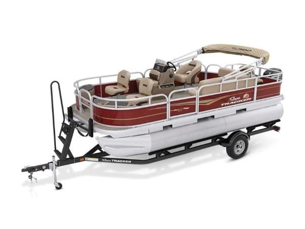 2020 Sun Tracker boat for sale, model of the boat is Bass Buggy® 18 DLX & Image # 9 of 48