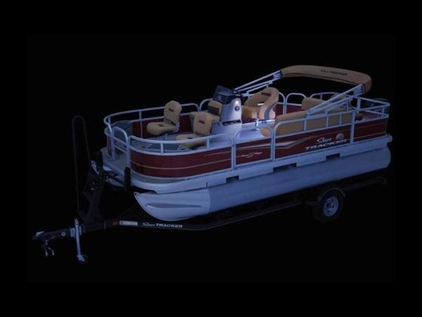 2020 Sun Tracker boat for sale, model of the boat is Bass Buggy® 18 DLX & Image # 13 of 48