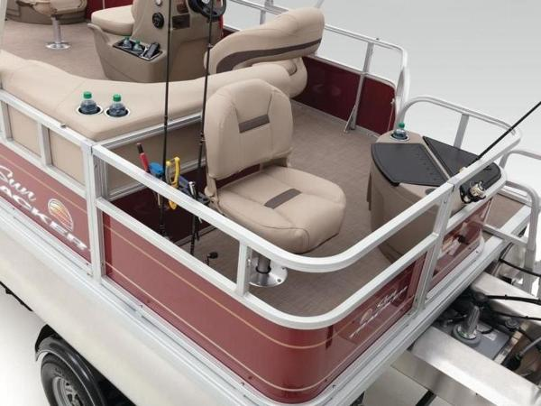 2020 Sun Tracker boat for sale, model of the boat is Bass Buggy® 18 DLX & Image # 17 of 48