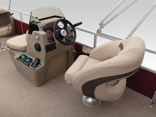 2020 Sun Tracker boat for sale, model of the boat is Bass Buggy® 18 DLX & Image # 44 of 48