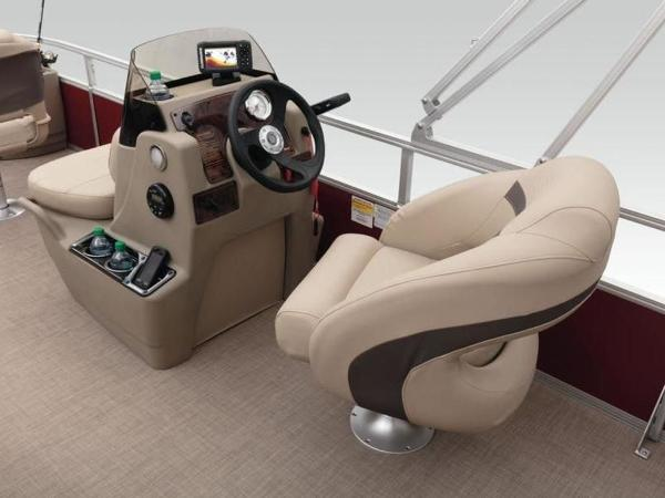 2020 Sun Tracker boat for sale, model of the boat is Bass Buggy® 18 DLX & Image # 45 of 48