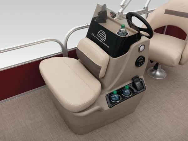 2020 Sun Tracker boat for sale, model of the boat is Bass Buggy® 18 DLX & Image # 47 of 48