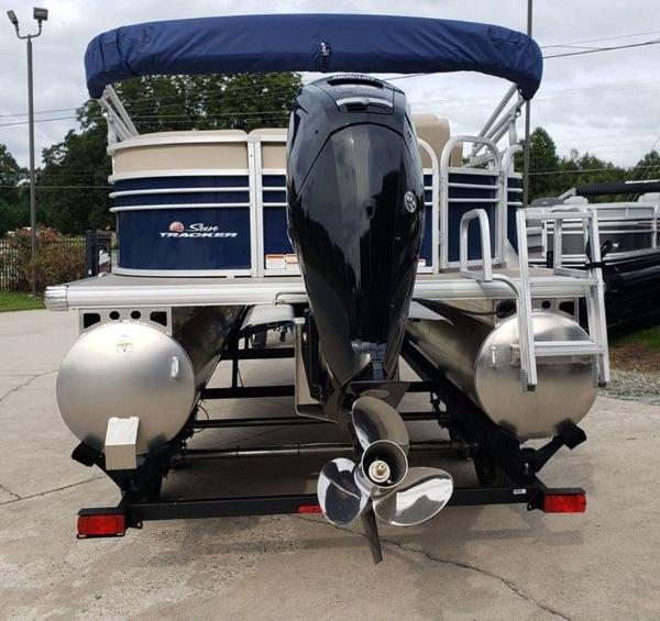 2021 Sun Tracker boat for sale, model of the boat is PARTY BARGE® 20 DLX & Image # 3 of 7