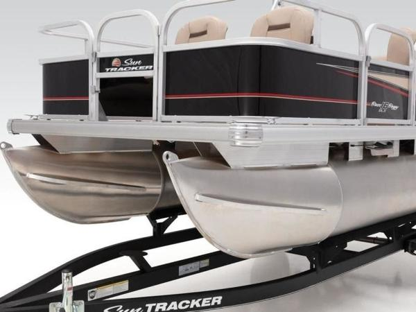 2020 Sun Tracker boat for sale, model of the boat is BASS BUGGY® 16 DLX ET & Image # 8 of 33