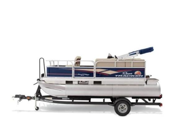 2020 Sun Tracker boat for sale, model of the boat is BASS BUGGY® 16 DLX ET & Image # 9 of 33