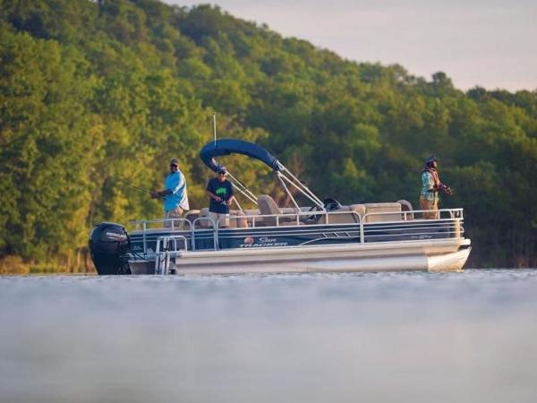 2020 Sun Tracker boat for sale, model of the boat is FISHIN' BARGE® 22 DLX & Image # 2 of 65