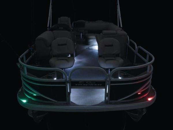 2020 Sun Tracker boat for sale, model of the boat is FISHIN' BARGE® 22 DLX & Image # 8 of 65