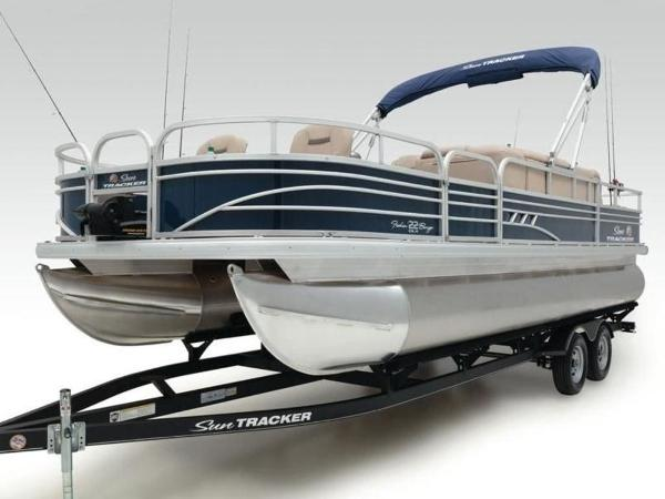 2020 Sun Tracker boat for sale, model of the boat is FISHIN' BARGE® 22 DLX & Image # 9 of 65