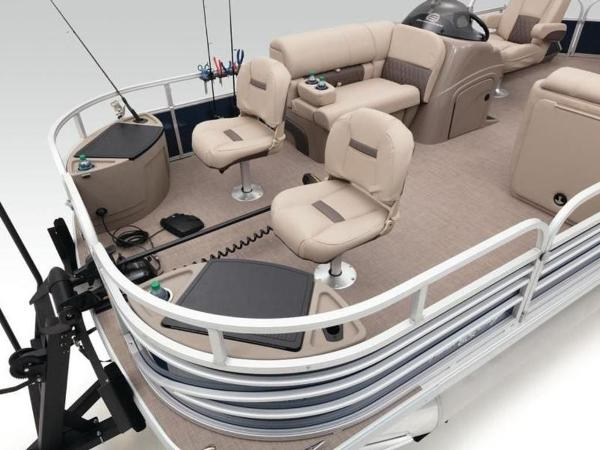 2020 Sun Tracker boat for sale, model of the boat is FISHIN' BARGE® 22 DLX & Image # 10 of 65