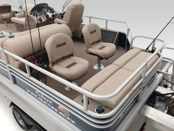 2020 Sun Tracker boat for sale, model of the boat is FISHIN' BARGE® 22 DLX & Image # 13 of 65