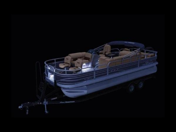 2020 Sun Tracker boat for sale, model of the boat is FISHIN' BARGE® 22 DLX & Image # 16 of 65