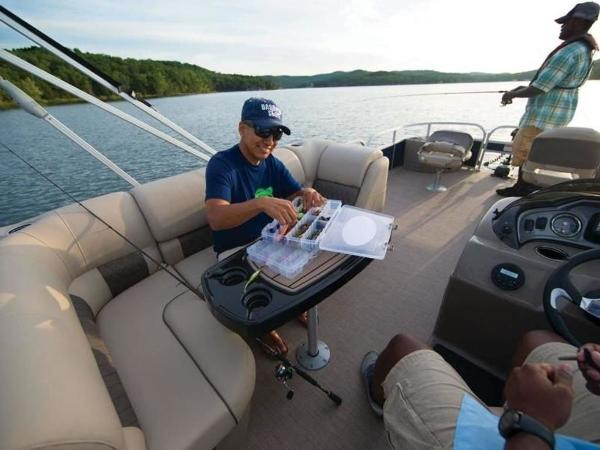 2020 Sun Tracker boat for sale, model of the boat is FISHIN' BARGE® 22 DLX & Image # 44 of 65