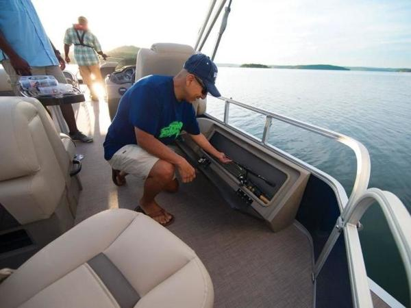 2020 Sun Tracker boat for sale, model of the boat is FISHIN' BARGE® 22 DLX & Image # 48 of 65