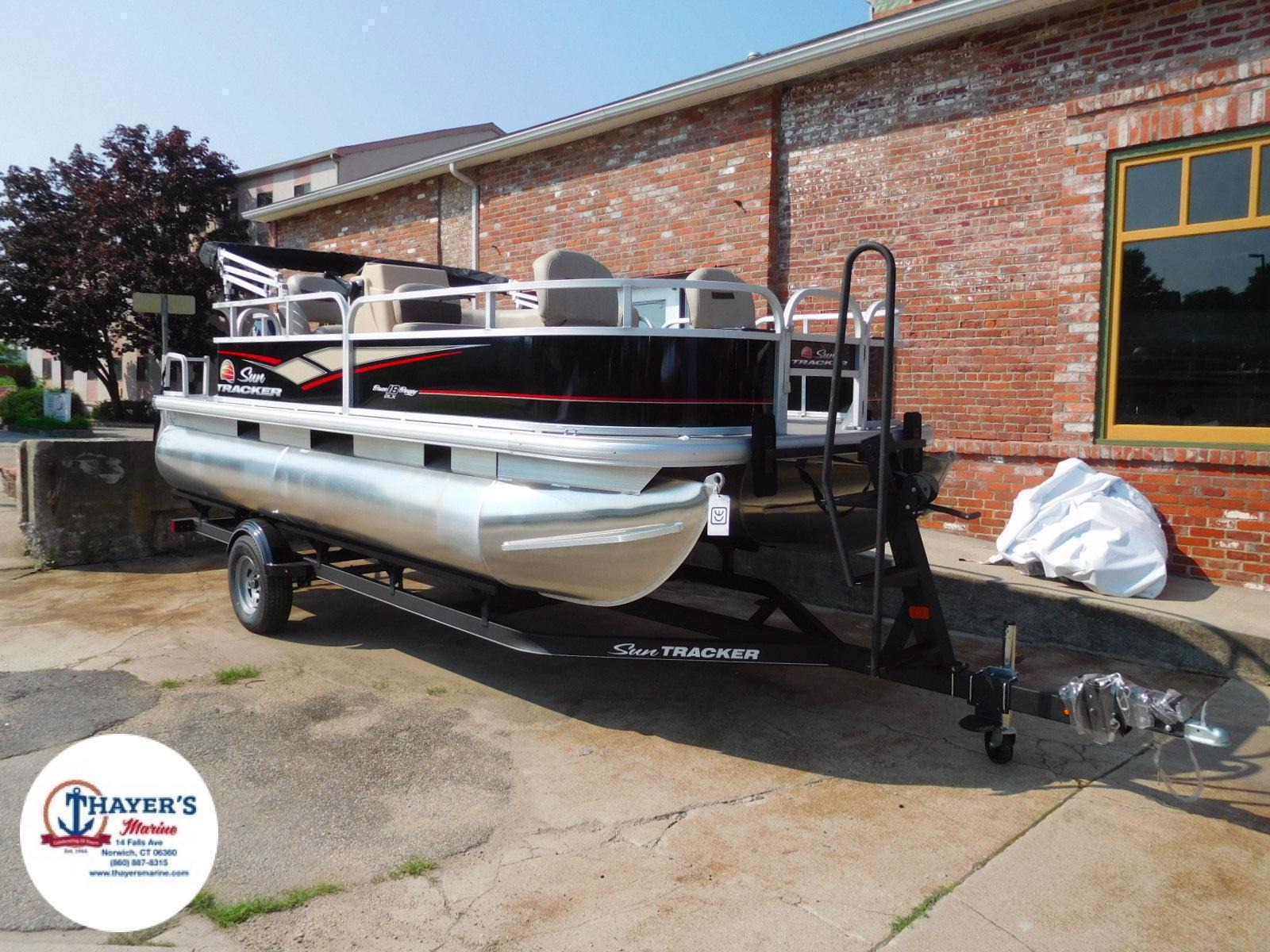 2018 Sun Tracker boat for sale, model of the boat is Bass Buggy 18 DLX & Image # 1 of 35