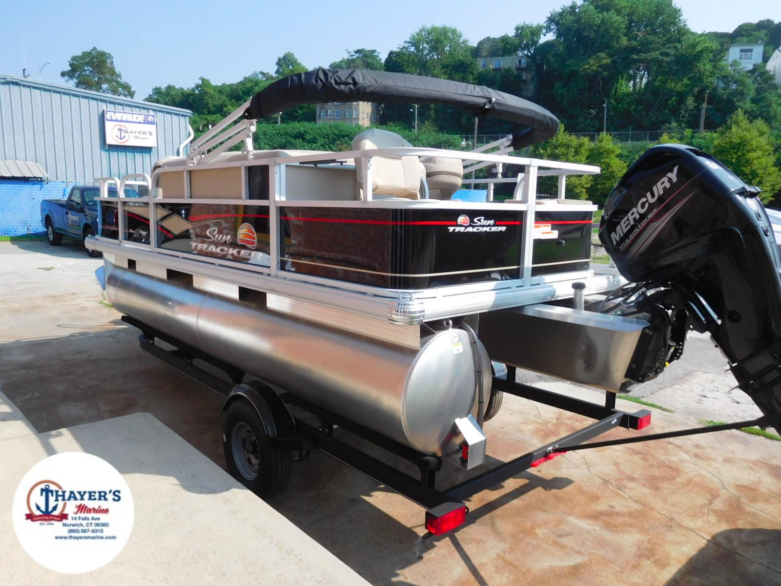 2018 Sun Tracker boat for sale, model of the boat is Bass Buggy 18 DLX & Image # 12 of 35