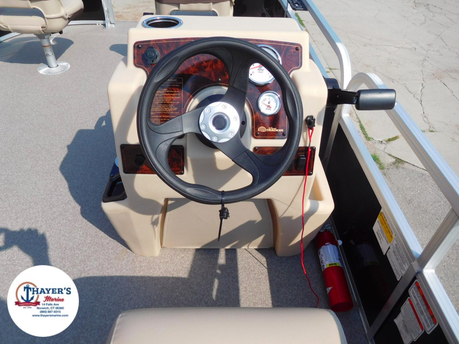 2018 Sun Tracker boat for sale, model of the boat is Bass Buggy 18 DLX & Image # 14 of 35