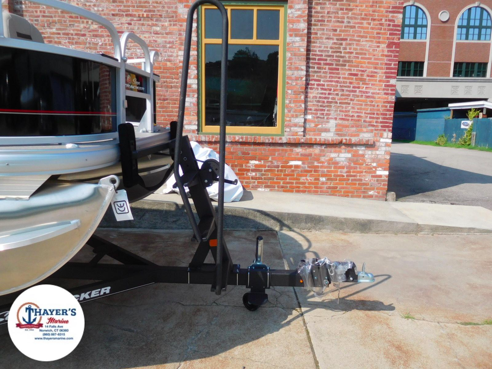 2018 Sun Tracker boat for sale, model of the boat is Bass Buggy 18 DLX & Image # 22 of 35