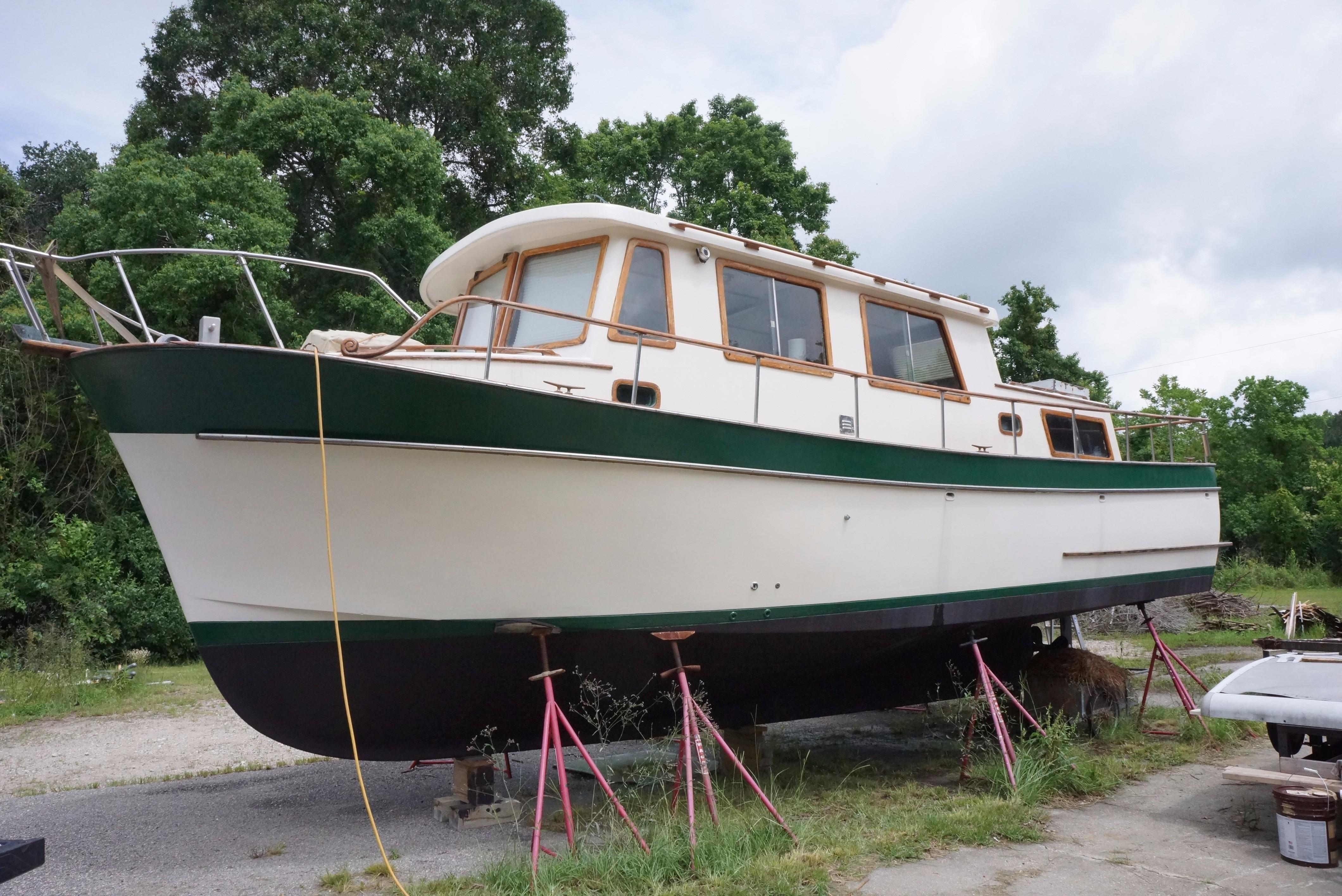 Marine Trader 34 Double Cabin - 1977 34' Marine Trader Double Cabin Profile