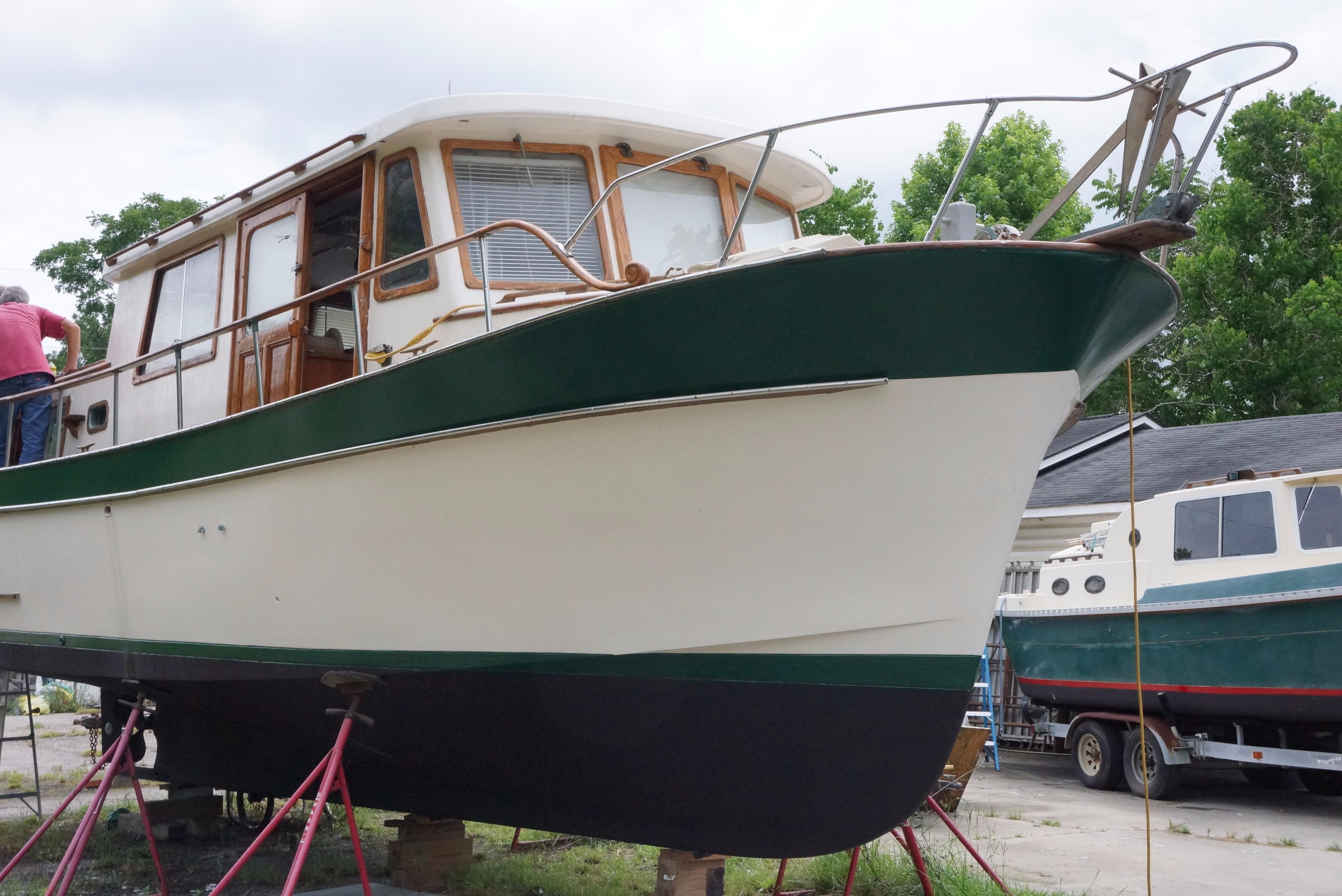 Marine Trader 34 Double Cabin - 34 Marine Trader Starboard Fwd Profile