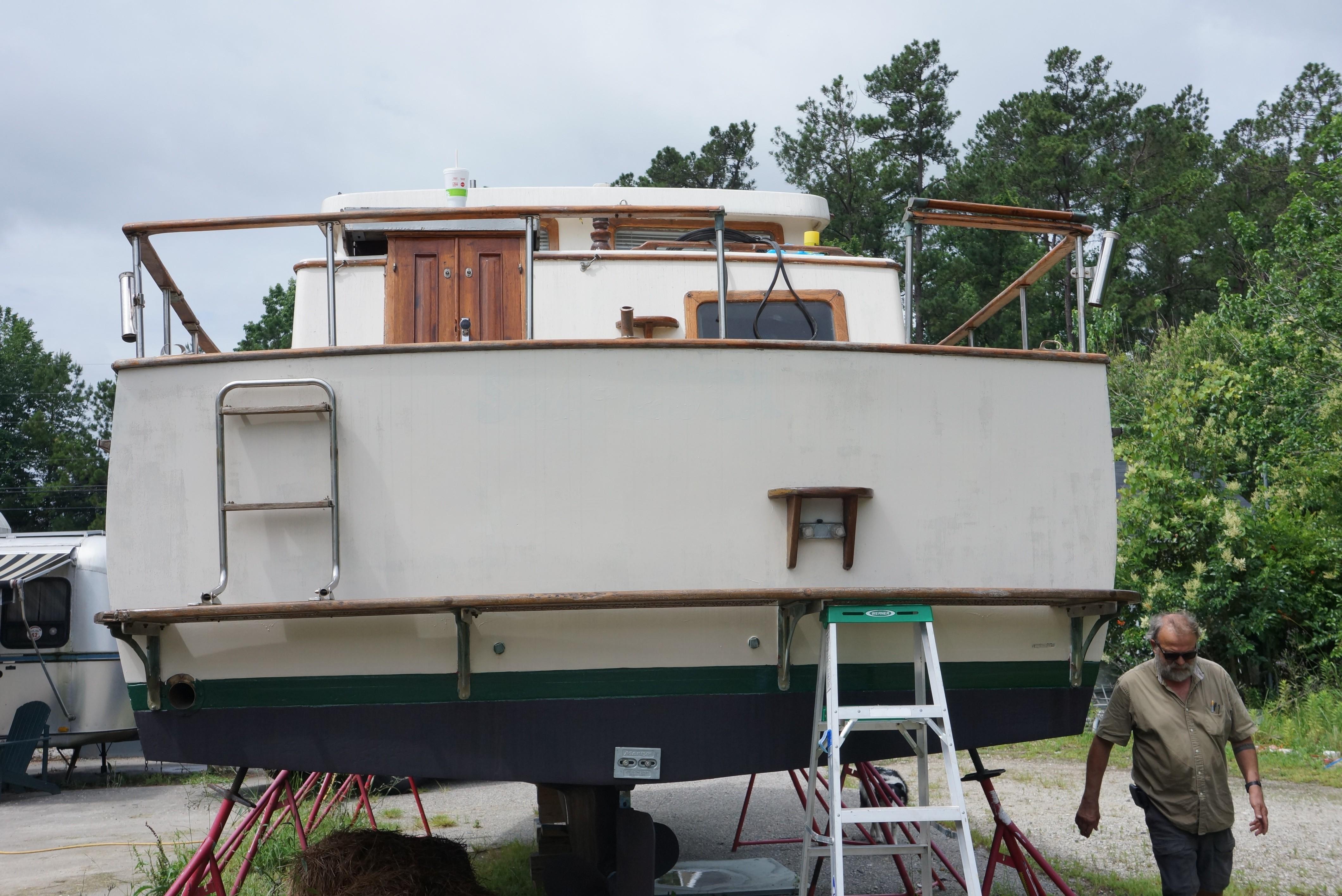 Marine Trader 34 Double Cabin - 34 Marine Trader Transom 2