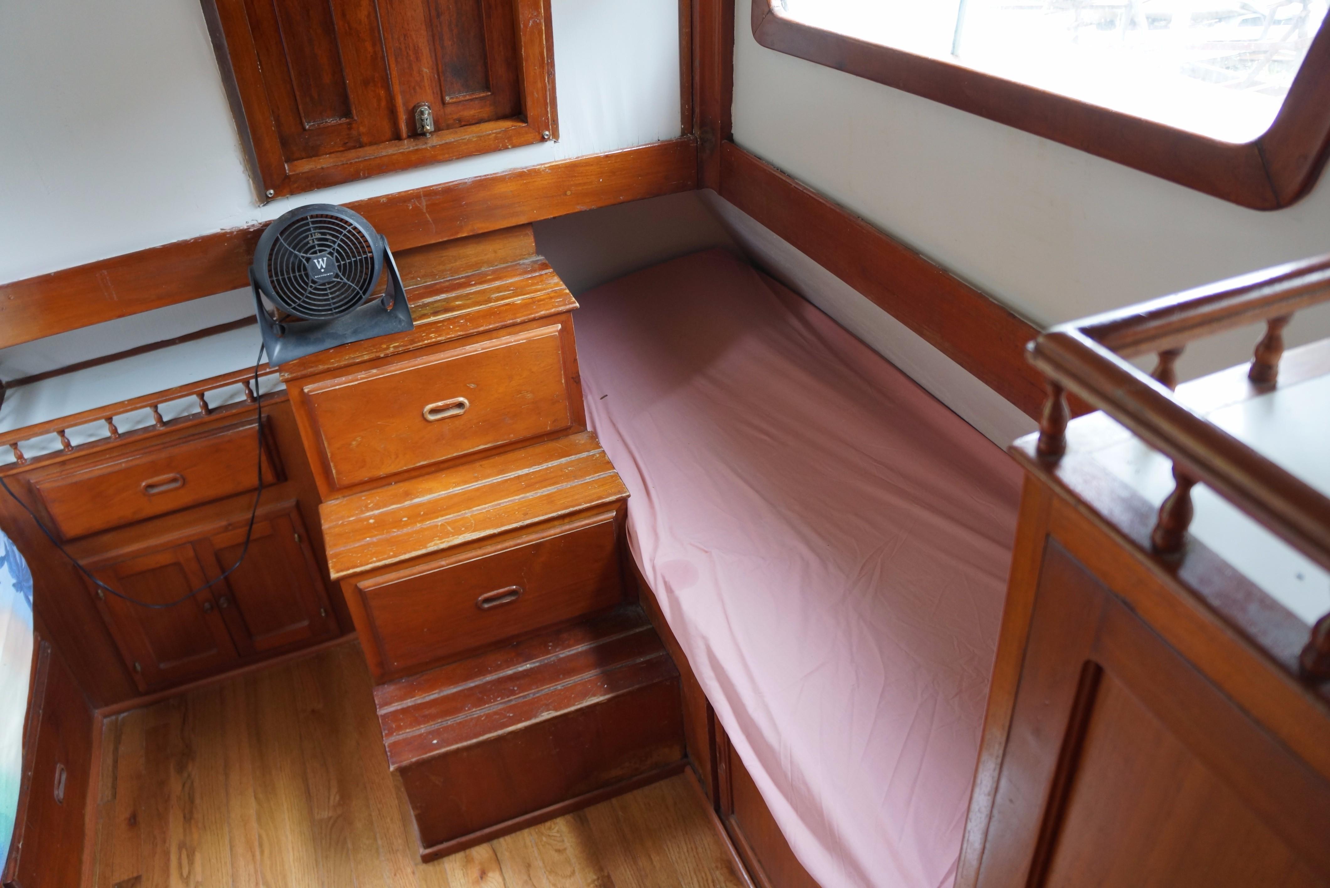 Marine Trader 34 Double Cabin - 34 Marine Trader Aft Cabin Port