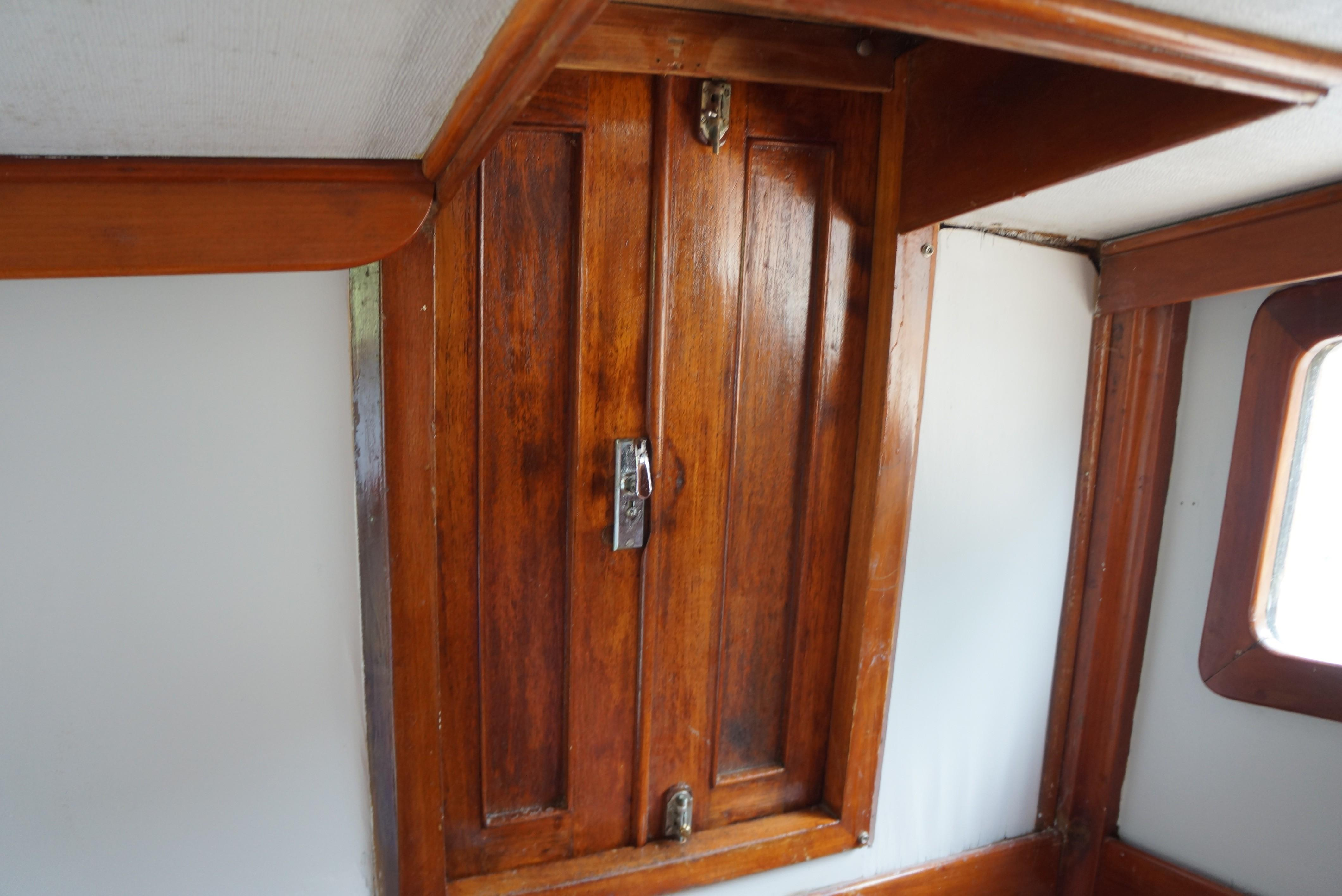 Marine Trader 34 Double Cabin - 34 Marine Trader Access Door to Aft Cabin