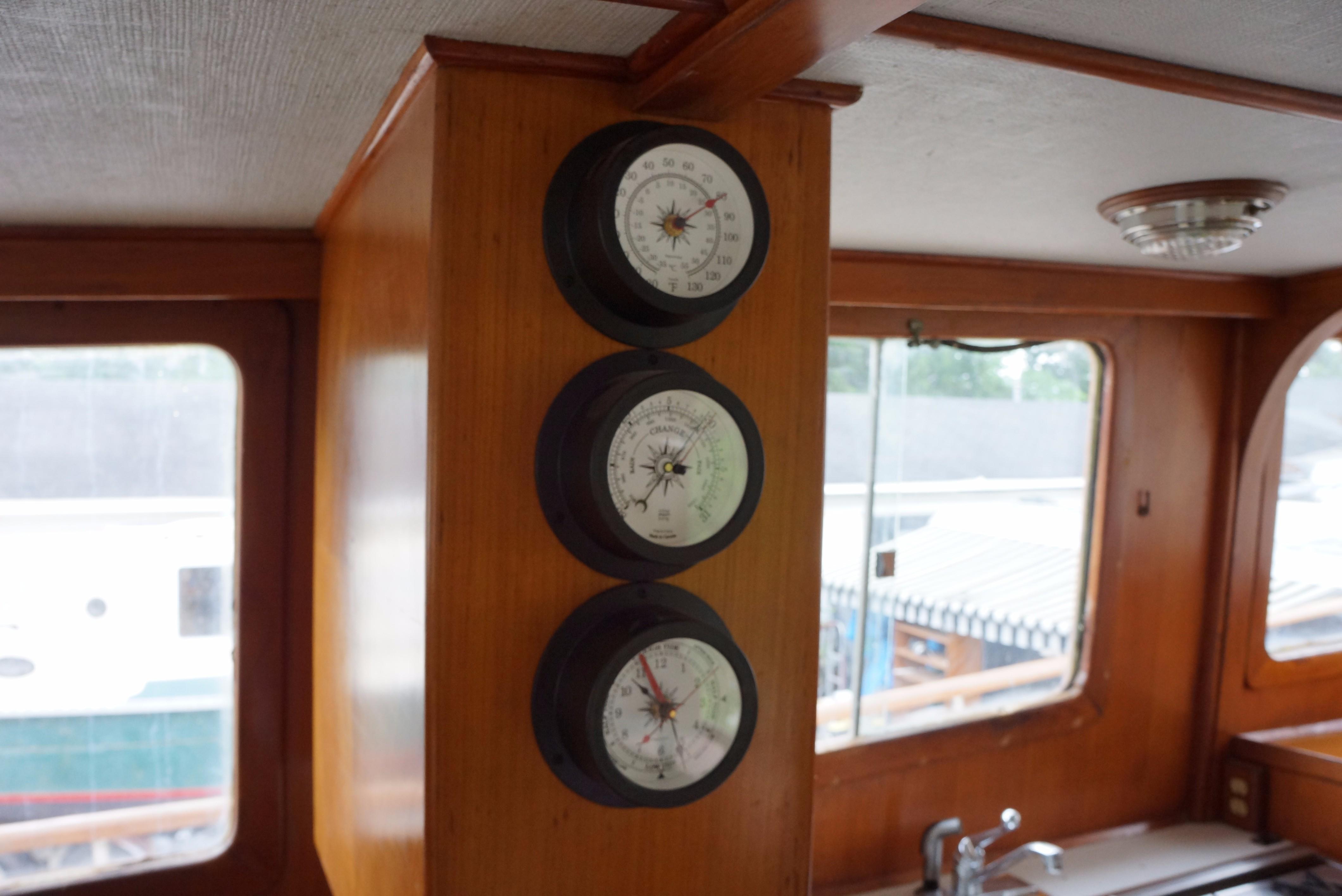 Marine Trader 34 Double Cabin - 34 Marine Trader Barometer