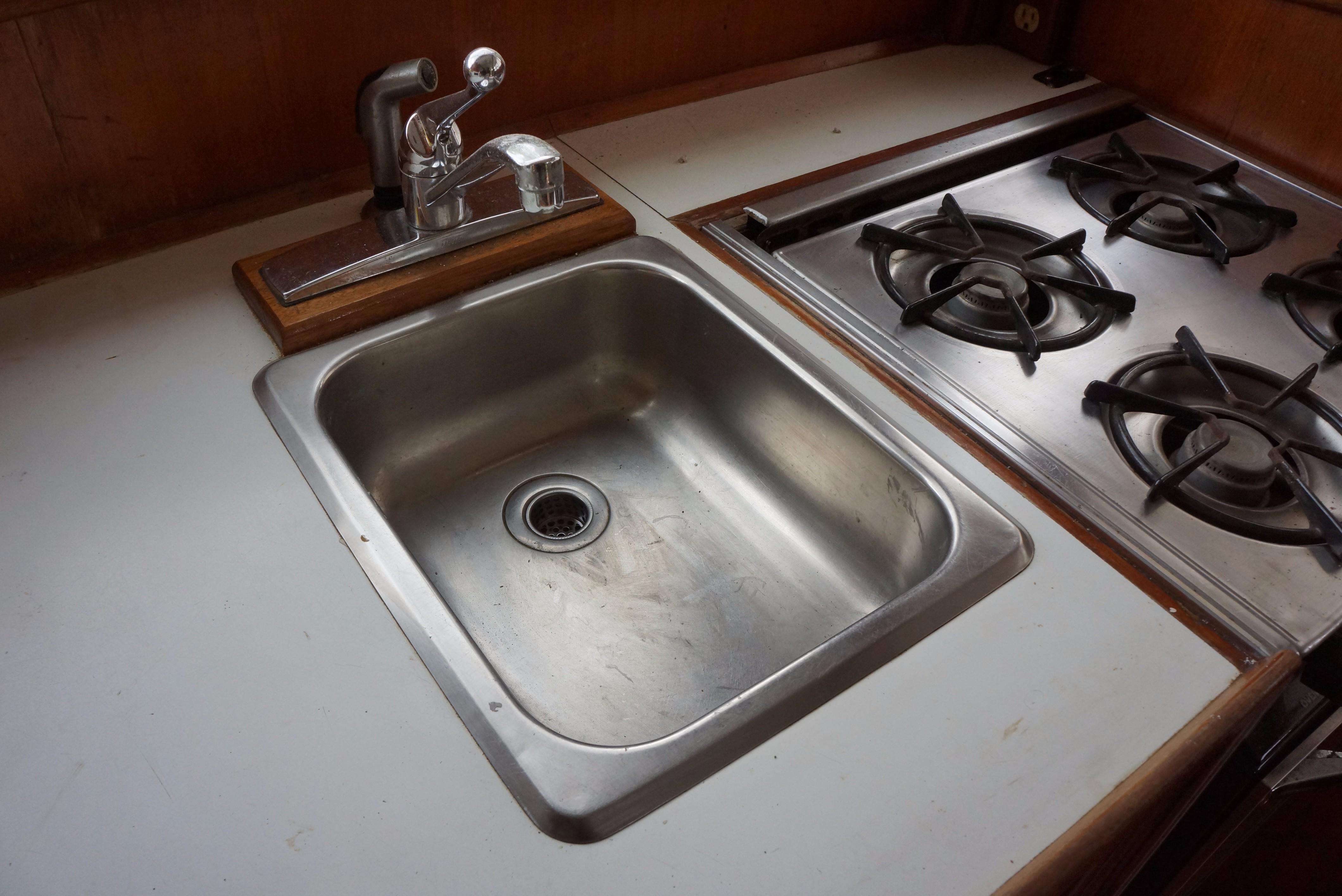 Marine Trader 34 Double Cabin - 34 Marine Trader Galley Sink