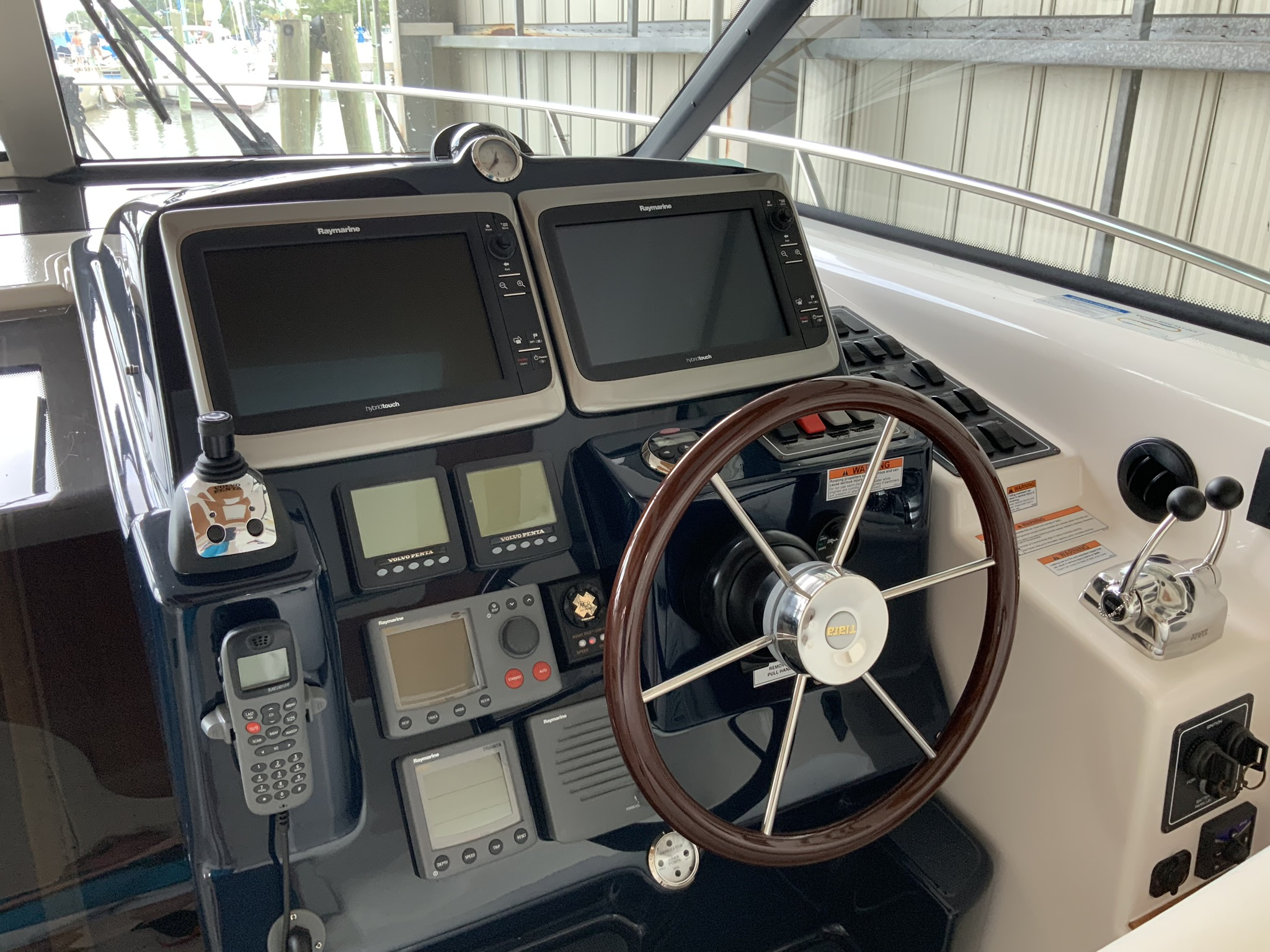 2009 Tiara 4300 Sovran - Yacht Sales and Services
