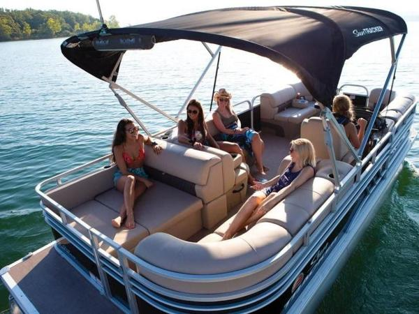 2020 Sun Tracker boat for sale, model of the boat is PARTY BARGE® 22 RF DLX & Image # 14 of 56