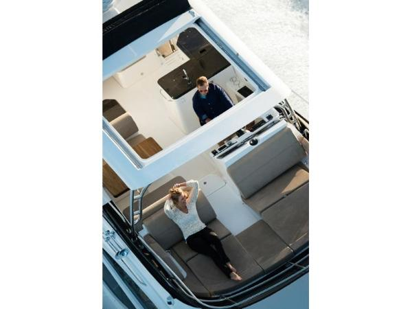 2020 Sea Ray boat for sale, model of the boat is L590 Fly & Image # 13 of 66