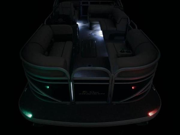 2020 Sun Tracker boat for sale, model of the boat is PARTY BARGE® 22 RF XP3 & Image # 16 of 63